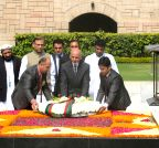 New Delhi: Afghanistan President lays wreath at Rajghat