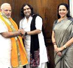 New Delhi: Hema Malini, Devkinandan Maharaj call on Modi