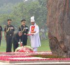 New Delhi: President Mukherjee pays tribute to Indira Gandhi