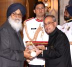 New Delhi: Parkash Singh Badal gets Padma Vibhushan Award