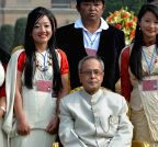 New Delhi: President Pranab Mukherjee with tableaux artists