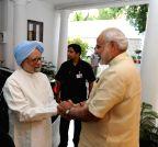 New Delhi: Manmohan Singh meets Modi