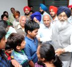 New Delhi: Parkash Singh Badal receives a group of Punjabi tourists