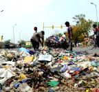 New Delhi: Striking MCD sanitation workers dump garbage on road