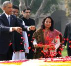 New Delhi: Obama pays tribute to Mahatma Gandhi