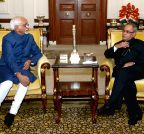 New Delhi:  Vice-President greets President Mukherjee on 'Diwali'