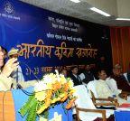Patna: Bihar CM felicitates Hindi poet