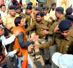 Patna: Students clash with police in PU