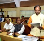 Ranchi: Jharkhand CM presents the annual budget 2015-2016