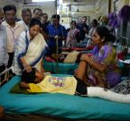 Siliguri: Mamata Banerjee meets the earthquake victims