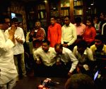 Osmanabad farmers and hawkers meet Raj Thackeray