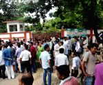 Bihar Contractual teachers 'gherao' Education Minister's residence