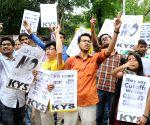 Demonstration against DU's high cut-off list