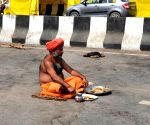 Free Photo: A saint from baghpat sits on a fast till death for 11 days at Ghazipur border as a protest against Farm Laws