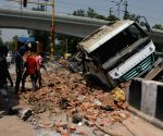 Truck rams into divider at Keshavpuram