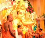 Brett Lee during Ganesh Chaturthi celebrations at Guru Ganesh Seva Mandal