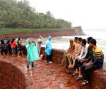 Sinquerim (Goa): Visitors continue to click selfies despite warning boards at Aguada fort