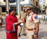 All 4 accused in Hyderabad gang rape, murder case shot dead, women celebrate