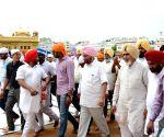 Sardar Sucha Singh Chhotepur visits Golden Temple