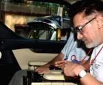 Aamir Khan's salt and pepper look goes viral
