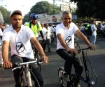 Kejriwal rides cycle to mark Delhi's first ''Car-Free Day'