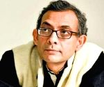 Abhijit Banerjee reaches Kolkata to a tumultuous welcome
