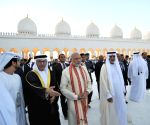 Abu Dhabi (United Arab Emirates): Modi visits Shiekh Zayed Grand Mosque