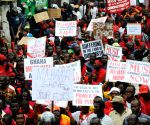 Demonstrate with slogans in their hands on the streets of Accra