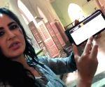 Free Photo: Akshay Kumar, Rohit Shetty refute fallout rumours with funny video