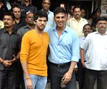 Akshay present certificate on completion of first WSDC