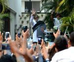 Amitabh Bachchan greets his fans