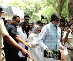 2019 Lok Sabha Elections - Phase IV - Amitabh Bachchan and family cast vote