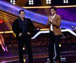 Shah Rukh Khan on the sets '10 Ka Dum