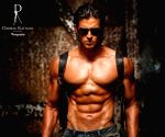 Hrithik gets into Big B mode to talk about his abs