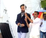 Irrfan Khan on the sets of SAB TV show Chidiya Ghar
