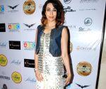 Karisma Kapoor inaugurates Glamour Jewellery Exhibition 2014