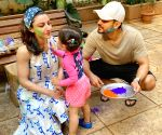 Kunal Kemmu shares pic of the 'two halves' of his heart