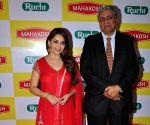 Madhuri Dixit endorse Mahakosh refined Soyabean oil