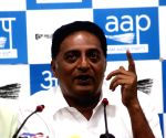 Actor-politican Prakash Raj backs TRS in GHMC polls