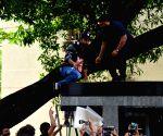 Ranbir Kapoor celebrates his birthday with fans