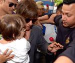 Shah Rukh Khan, AbRam at Kolkata Airport