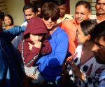 2019 Lok Sabha Elections - Phase IV - Shah Rukh Khan, Gauri Khan cast vote