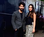 Shahid Kapoor joins centre of gravity challenge with wife; Mira Rajput Kapoor refers him 'smooth operator'
