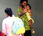 Shahid Kapoor arrives at Hinduja hospital