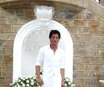 Shahrukh Khan celebrates Eid-al-Fitr