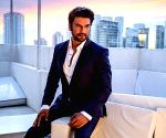 Hrithik Roshan is very hardworking: Sharad Kelkar