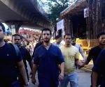 Sharman Joshi visit Lalbaugcha Raja Ganesh pandal