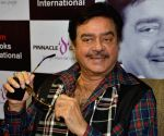 Shatrughan Sinha's presence at SP office irks Congressmen