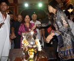 Shilpa Shetty visits Andhericha Raja
