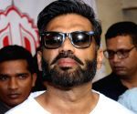 Manoj Bajpai and Suniel Shetty attend Khidkiyan Theatre Festival